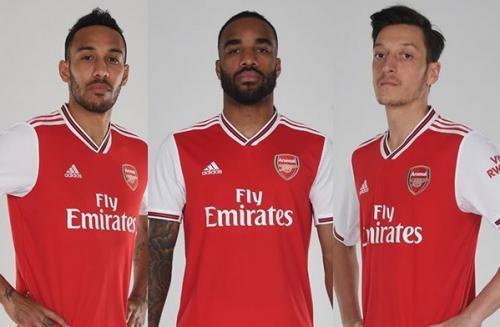 Arsenal memperkenalkan jersey anyar mereka
