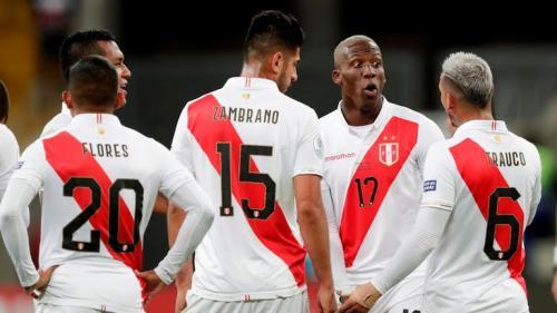 Para pemain Peru merayakan gol ke gawang Cile (Foto: Reuters)