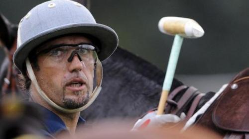 Gabriel Batistuta saat berlatih menaiki kuda