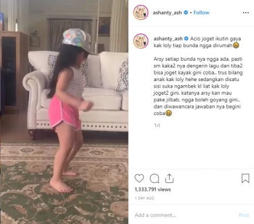 Arsy Hermansyah akhirnya memberikan penjelasan tentang aksinya berjoget seksi kepada sang ibu, Ashanty. (Foto: Instagram)