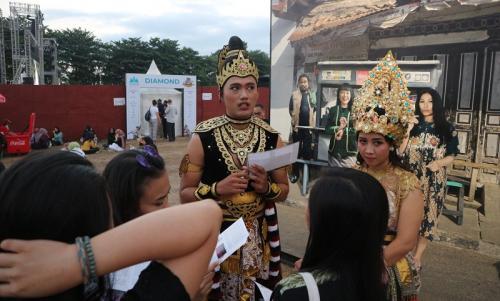 Selain bisa diajak foto bareng, Roro Jonggrang dan sang pangeran juga akan memberikan informasi seputar arena Prambanan Jazz Festival 2019. (Foto: Okezone/Rena Pangesti)