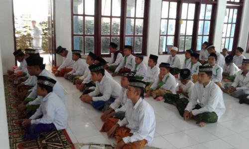 Santri Belajar Pendidikan Agama