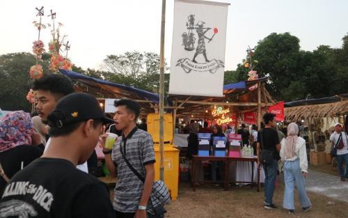 Di Pasar Kangen yang berdiri di area Prambanan Jazz Festival ini, Anda bisa menikmati aneka kuliner lokal hingga menu kekiniaan. (Foto: Okezone/Rena Pangesti)