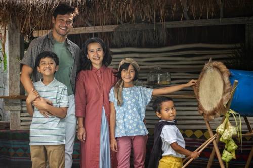 Dwi Sasono dan anak-anak