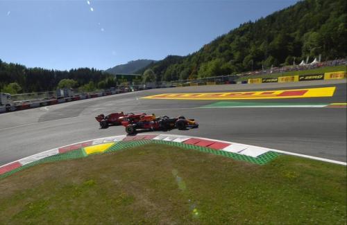 Max Verstappen dan Charles Leclerc terlibat balapan sengit di Austria (Foto: Twitter/F1)
