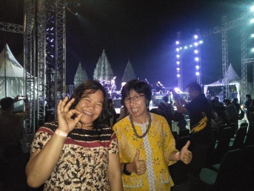 Fans Yanni