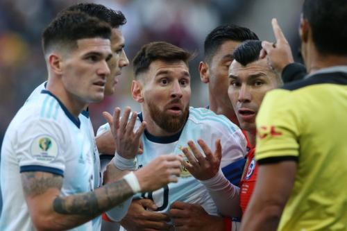 Messi protes setelah dikartu merah