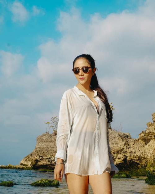 Aida Saskia di pantai
