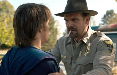David Harbour sebagai Jim Hopper