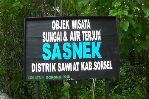 wisata alam air terjun Sasnek yang terletak di tengah-tengah hutan rimba tropis