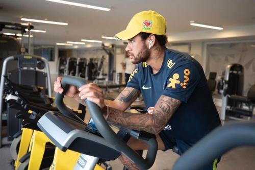 Neymar Jr melakukan latihan bersama Timnas Brasil