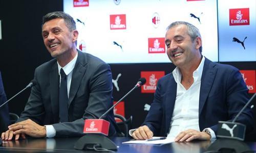 Paolo Maldini saat konferensi pers bersama Giampaolo