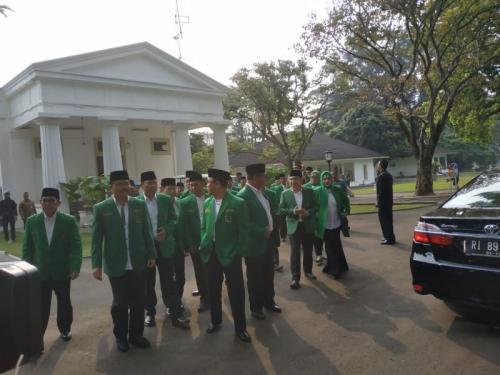 Pengurus PPP Temui Presiden Jokowi di Istana Bogor (foto: Fakhrizal Fakhri/Okezone)Pengurus PPP Temui Presiden Jokowi di Istana Bogor (foto: Fakhrizal Fakhri/Okezone)