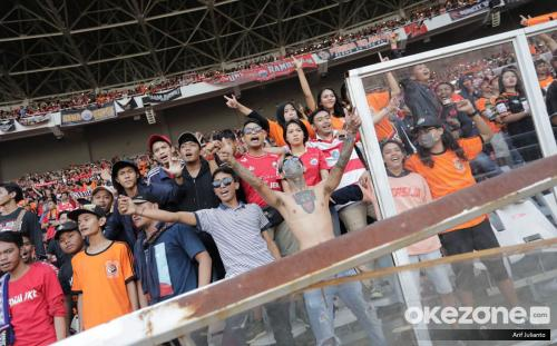 The Jakmania memadati SUGBK