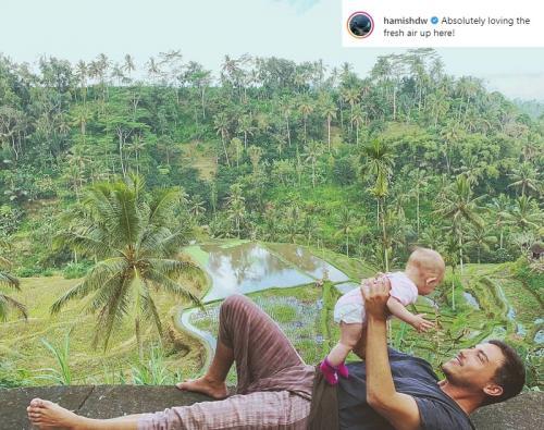 Hamish Daud ditegur netizen karena membawa putrinya berfoto di tepi jurang. (Foto: Instagram)