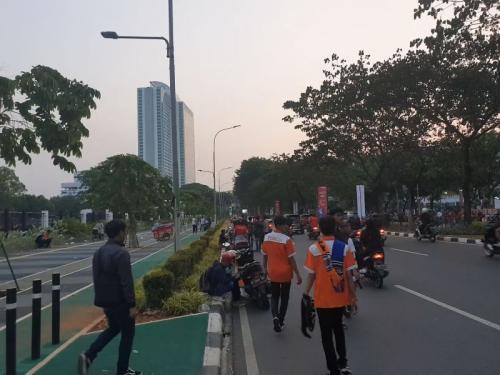The Jakmania Tertib Bubarkan Diri Usai Laga Persija Vs Persib di SUGBK, Jakarta (foto: Puteranegara/Okezone)
