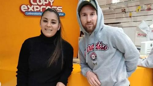 Lionel Messi bersama perempuan