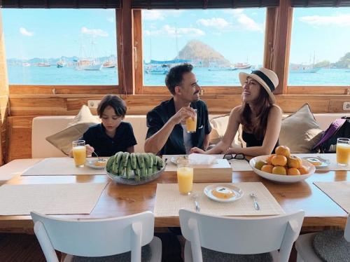 BCL bersama suami dan anaknya diketahui menikmati liburan di Labuan Bajo sejak 3 hari lalu. (Foto: Instagram)