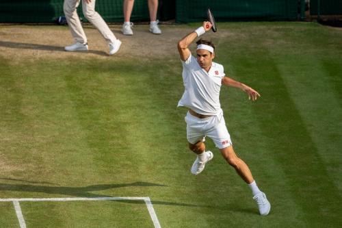 Roger Federer tampil di Wimbledon 2019