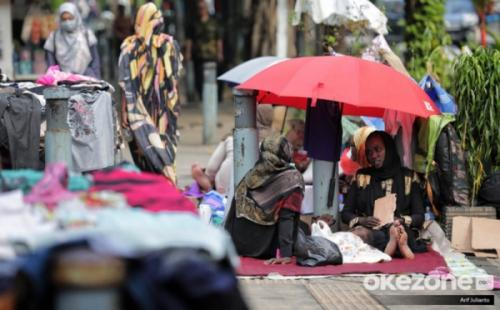 Pencari suaka di trotoar Kebon Sirih (Foto: Okezone)