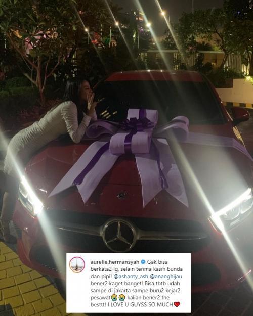 Aurel Hermansyah mendapatkan hadiah Mercy merah di ulang tahunnya ke 21. (Foto: Instagram)