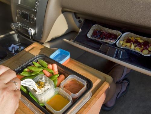 Makan di mobil