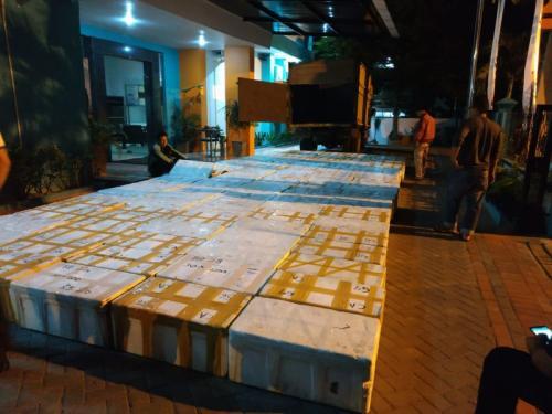 Penyelundupan Benih Lobster Senilai Rp87 Miliar Berhasil Digagalkan Polisi (foto: Azhari Sultan/Okezone)