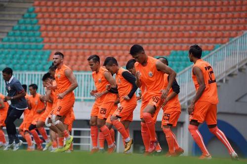Persija Jakarta berlatih di lapangan