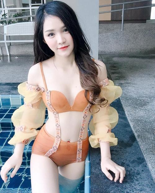 Sandy Klisana juga kerap membagikan foto-foto dalam balutan bikini lewat Instagram. (Foto: Instagram)