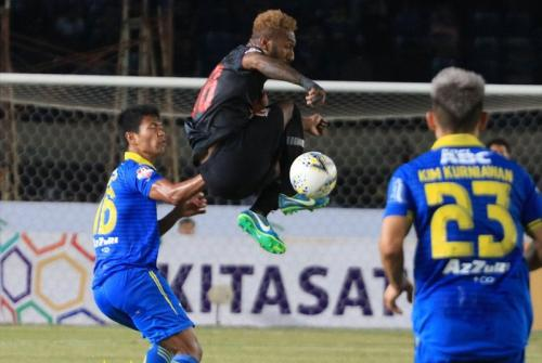 Persib Bandung vs Kalteng Putra