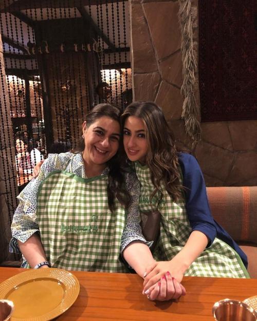 Sara Ali Khan bersama sang ibu, Amrita Singh. (Foto: Instagram)