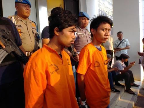 2 pria tersangka kasus pemerkosaan siswi SMP di Tangsel. (Foto : Hambali)