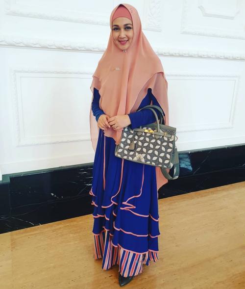 Dina Lorenza hijab pink