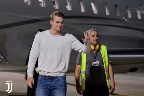 Matthijs de Ligt resmi bergabung dengan Juventus