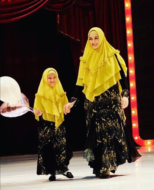 Dina Lorenza hijab kuning