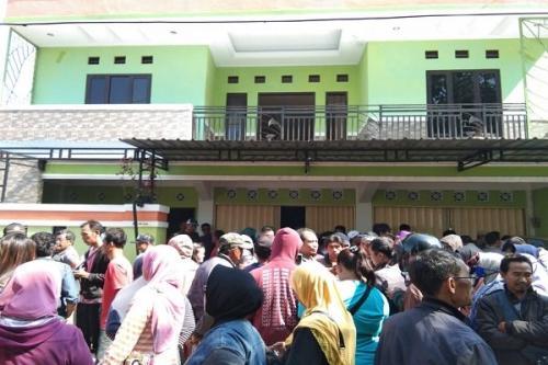 Ribuan orang geruduk PT Krishna Alam Sejahtera (foto : Solopos)