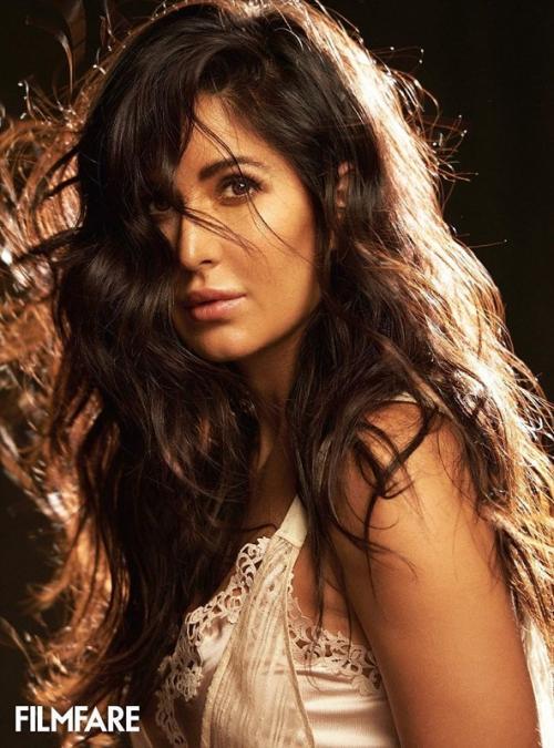 Katrina Kaif mengaku, awalnya sempat ragu membuka akun media sosial. (Foto: Instagram/Filmfare)