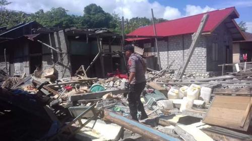 Bangunan rusak akibat gempa M 7,2 guncang Halmahera Selatan.