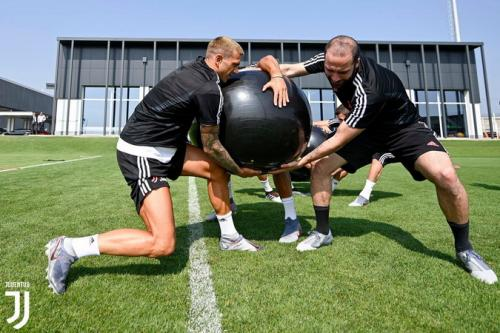 Higuain saat  membela Juventus