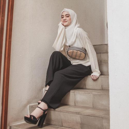 Sindy Havresthino hijab monokrom