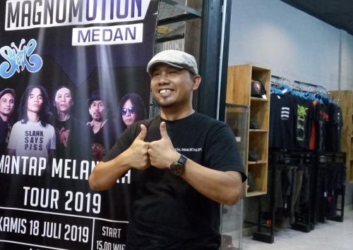 Adilta Ginting memprediksi bisnis merchandise band-band cadas lokal akan berkembang ke depannya. (Foto: Okezone/Lidya Hidayati)