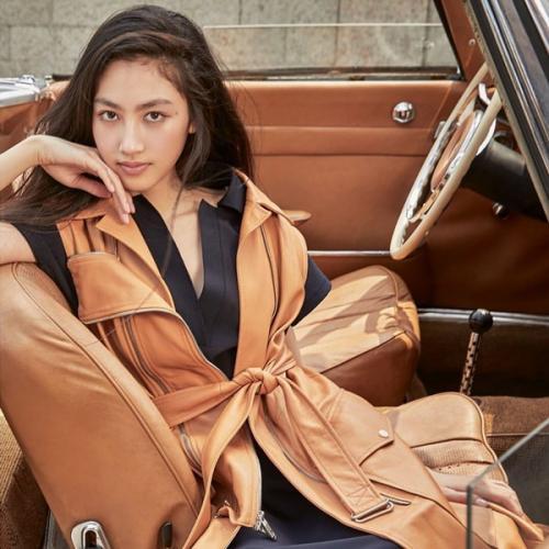 Foto-foto yang diunggah oleh Ella Yam tersebut adalah visual di balik layar pemotretan ketika dia berpose untuk majalah Vogue Taiwan.