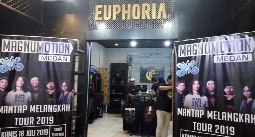 Euphoria RockStore telah melayani merchandise sekitar 50 band cadas lokal selama 8 tahun terakhir. (Foto: Okezone/Lidya Hidayati)