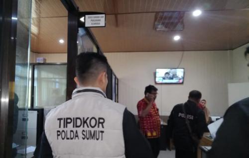 Ditreskrimsus Polda Sumut Menggeledah Kantor Dinas Pemuda dan Olahraga (Dispora) Sumatera Utara Terkait Dugaan Korupsi Renovasi Sirkuit (foto: Wahyudi AS/Okezone)