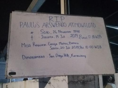 Arswendo Atmowiloto akan dimakamkan di San Diego Hills, Karawang. (Foto: Okezone)