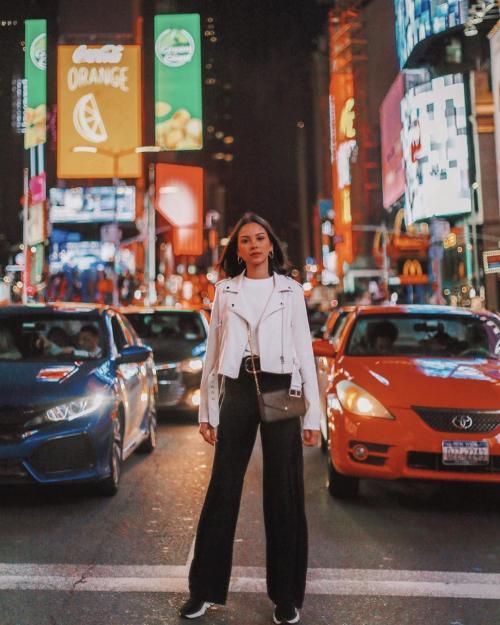 Alyssa Daguise foto di tengah jalan