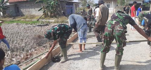 TNI perbaiki jalan