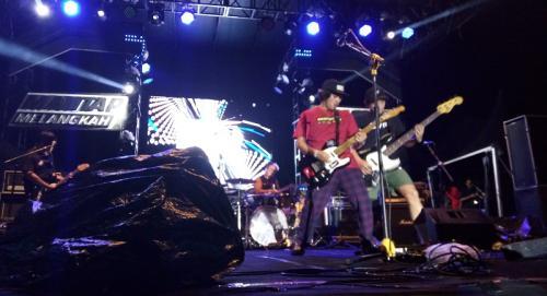 Rocket Rockers membuka konser Slank dengan baik. (Foto: Okezone/Lidya Hidayati)