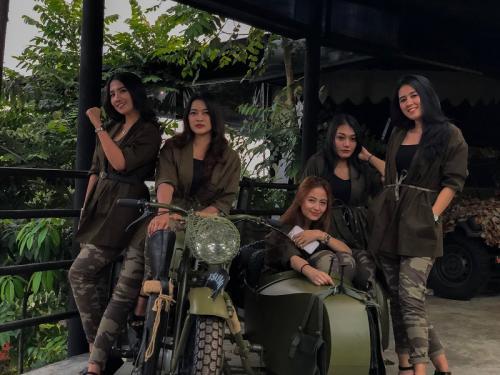 Menjajal Sensasi Wisata Di Basecamp Military Lifestyle Cocok Untuk Liburan Keluarga Okezone Travel