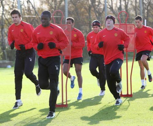 Gerard Pique latihan Man United (Foto: PA)